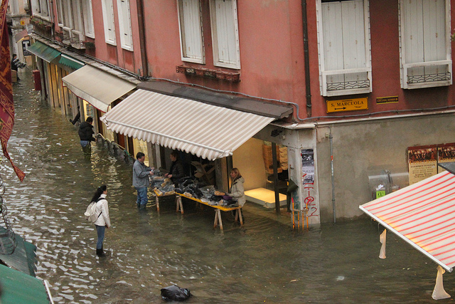 Acqua Aklta on Venetian Street
